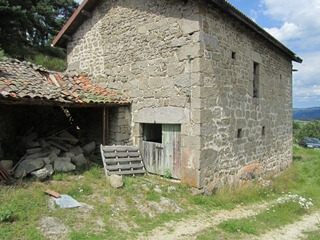 Ferme à restaurer dans le secteur de Alleyras - St Préjet d'Allier