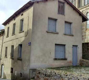 Maison de village, Maison de village dans le secteur de Pradelles