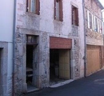 Maison de village, Maison de village en pierres dans le secteur de Pradelles