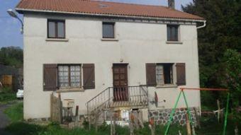 Maison de village, Maison de village + ferme à rénover + 4.5 hectares de terrain dans le secteur de Lespéron