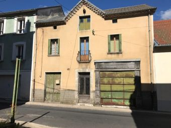 Maison de village, Jolie maison avec jardin en bord de rivière  dans le secteur de La Bastide Puylaurent