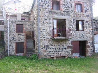 Ferme rénovée avec terrain clos dans le secteur de Alleyras - St Préjet d'Allier