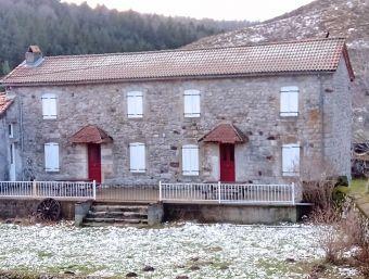 Maison de village, Jolie maison en pierres comprenant 2 logements dans le secteur de St Etienne de Lugdarès