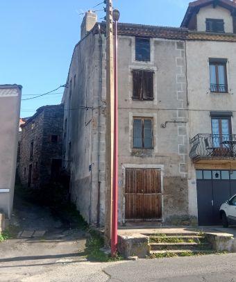 Maison de ville, Maison en pierres à rénover  dans le secteur de Langogne Ville