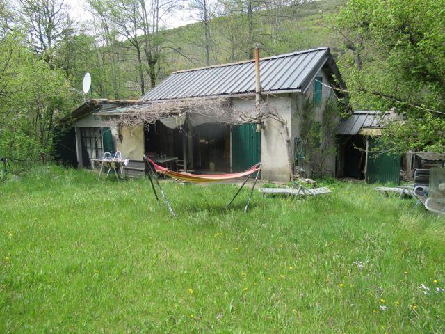 Maison de village, Maison en bordure de ruisseau  dans le secteur de Prévenchères