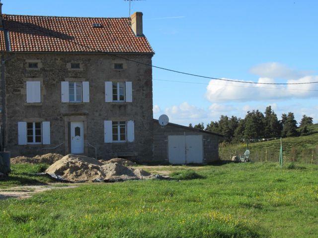 Maison de village, Jolie maison en pierres avec 1800 m² de terrain dans le secteur de Grandrieu