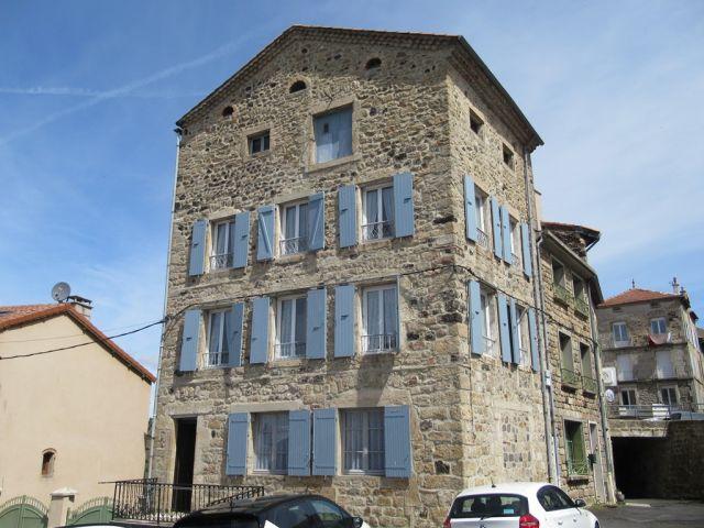 Maison de ville, Maison de plus de 100 m² dans le secteur de Pradelles