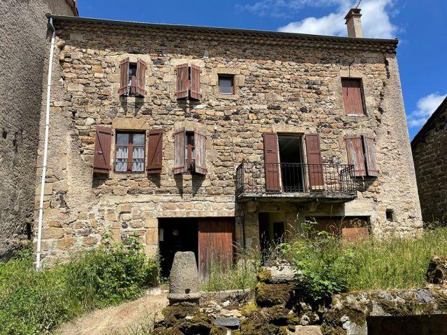 Maison de village, Maison de village indépendante avec pierres apparentes dans le secteur de Pradelles