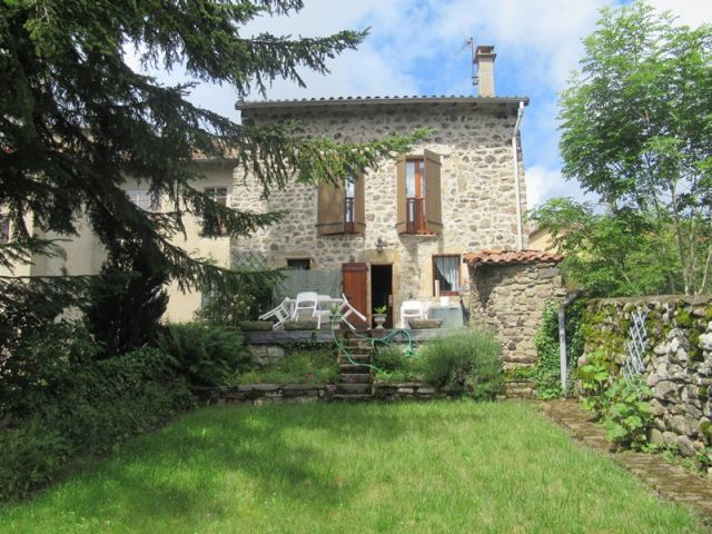 Maison de village, Belle maison en pierres apparentes avec terrain attenant dans le secteur de Pradelles