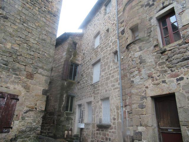 Maison de village, Maison en pierres avec garage indépendant  dans le secteur de Pradelles
