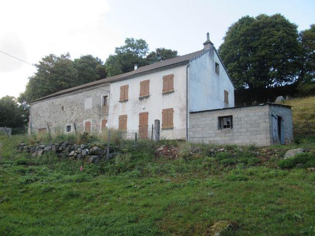 Ferme à rénover, Corps de ferme avec 2000 m² de terrain dans le secteur de Châteauneuf de Randon